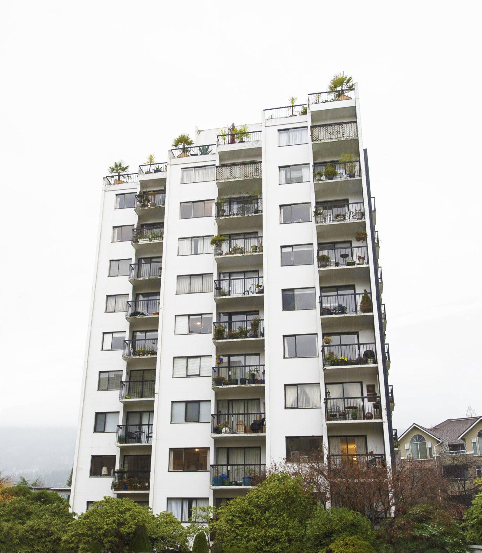 2145 Bellevue, West Vancouver - Apartment Blocks